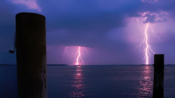 how to avoid lightning strikes