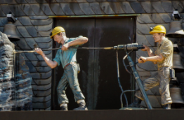 A sculpture of two miners in hard hats working